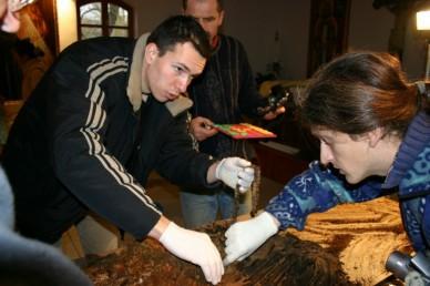 A Főtemplom kriptafülkéinek feltárása (2007.február)
