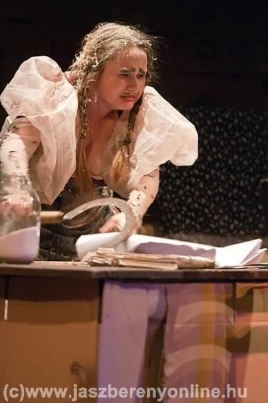 Karnyóné - a beregszászi színház előadása a Malomban - Fotók: Szalai György / Jászberény Online