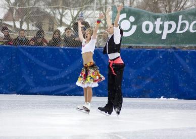 OTP családi korcsolyanap olimpikonokkal - Fotó: Jászberény Onlne / Gémesi Balázs