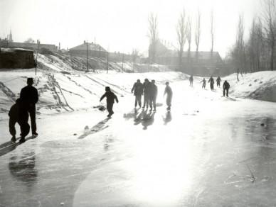 A befagyott Zagyva a Legényegyletnél - 1957. január