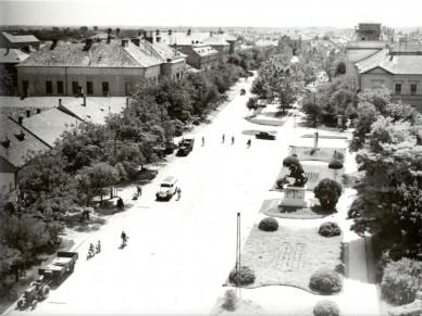 """Főtéri """"csúcsforgalom"""" - 1959. május"""