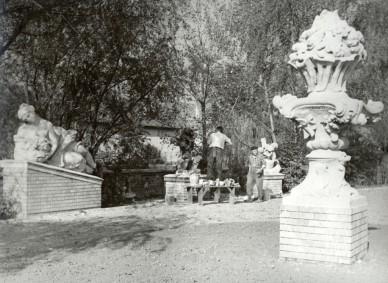 A rokokó szobrok restaurálása kihelyezésük után - 1966. október