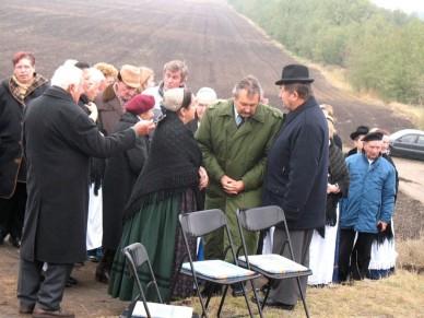 Újra áll a kereszt a Szent Imre halmon - Fotó: Jászberény Online