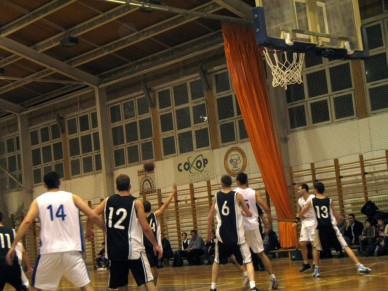 JKSE - Szolnoki Főiskola (106 - 79)