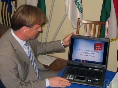 Tabajdi Csaba - Gedei József  lakossági fórum Jászberényben Fotó:Jászberény Online